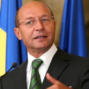 Traian Basescu la microfon